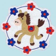 Applikation Pony Pferd im Blumenkreis in weiß
